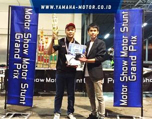 Thumbnail_305x240px_Wawan_Tembong_dengan_Yamaha_YZF-R3_menjuarai_Motor_Show_Motor_Stunt_Grand_Prix_2016__3_