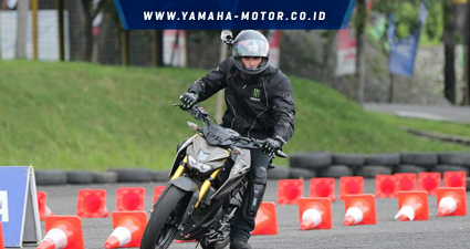 content-Watermark-Yamaha_content_425x225px-Pierre-Irwan-Mace-menggeber-Xabre-di-trek-fun-riding-competition-Yamaha-Sunday-Race